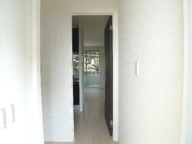 玄関からすぐに洋室に入れる間取りです♪