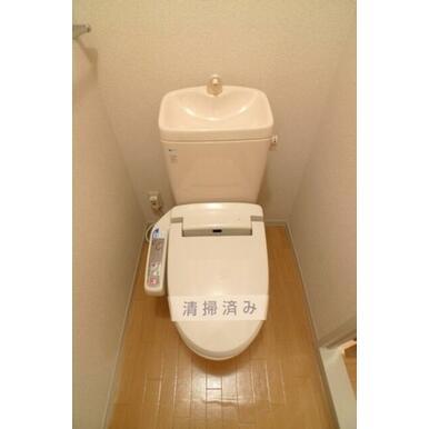トイレにはあると嬉しいシャワートイレ付き♪
