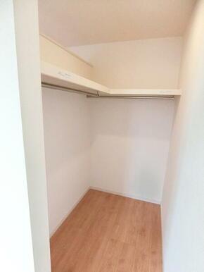 2階洋室7.5帖収納