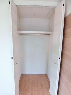 2階洋室6帖収納