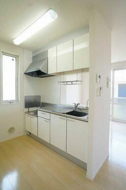 ☆対面キッチン☆白を基調とした明るいキッチンです☆