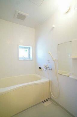 ☆換気窓のある浴室☆追い焚き機能付給湯です☆