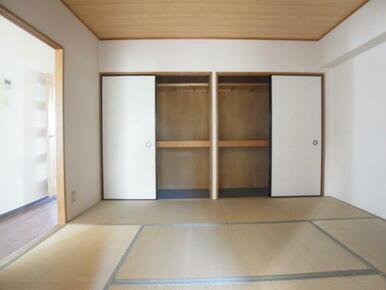 和室6帖。押入れ収納もあり、沢山収納可能です