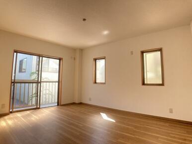 2階 約8帖洋室