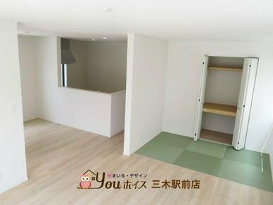 リビング横の畳コーナーはキッズスペースや客間にも使えます!布団をしまえる押入付き!