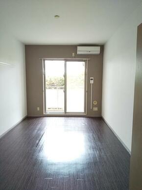 洋室は8.3帖と広め・家具の配置も楽々♪