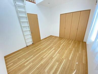 2階約7.6帖洋室