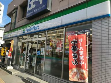 ファミリーマート 横浜吉野町駅
