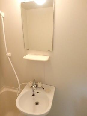 浴室内に洗面台あります♪