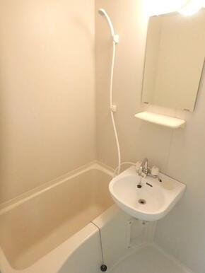 バスルーム(鏡付です)