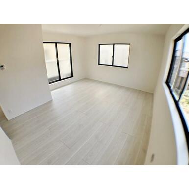 【LDK】 一番長く過ごす場所は、外から見えにくい2階リビングでプライバシーに配慮!