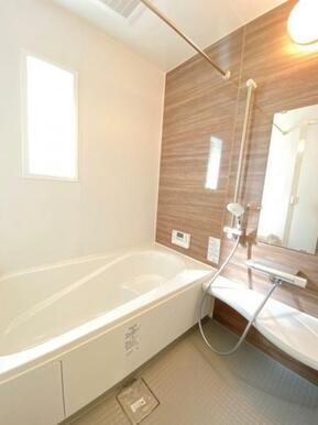 お子様とのバスタイムも楽しめる広々とした浴室