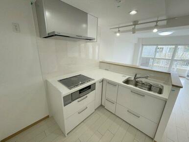 L型の対面キッチン・コンロはIHクッキングヒーター