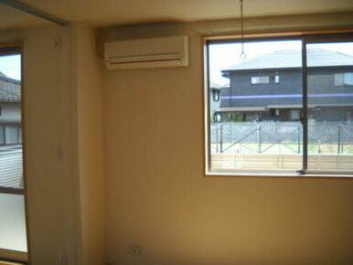 エアコンも一台標準装備で快適です