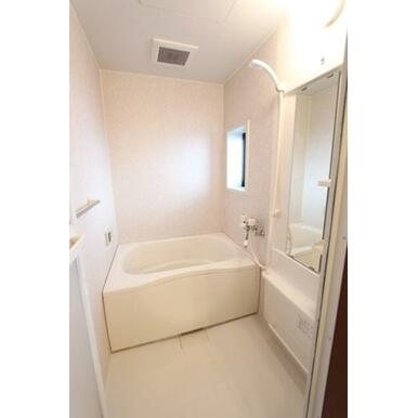 ★浴室★窓があるので換気ができます♪