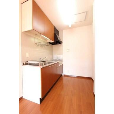 ★キッチン★冷蔵庫や電子レンジを置くスペースもあります。