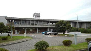 富山県立図書館まで850m