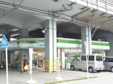 ファミリーマート新横浜駅西店
