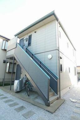 上下に1世帯ずつの戸建て感覚のアパートです。
