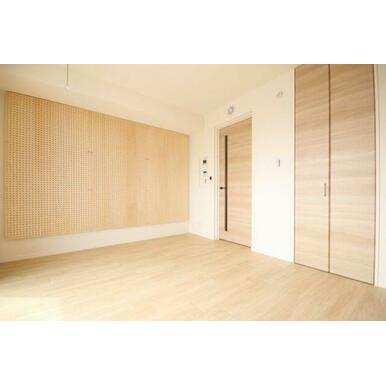 ◆洋室(6.9帖)◆写真右の扉はウォークインクローゼットがございます!