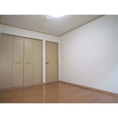 大型収納付でお部屋を広く使えます
