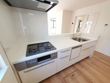 キッチン ゆったりスペースのオープンキッチンで居心地のよい調理空間!