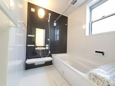 浴室 雨の日のお洗濯も安心の浴室乾燥機付き!