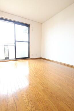 オール洋室・2階6帖のお部屋です
