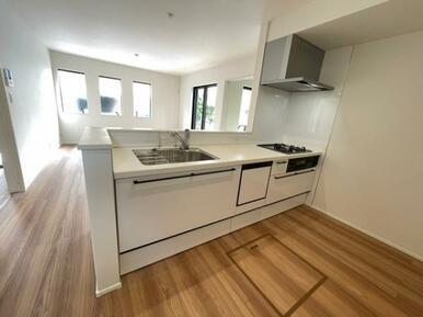 【キッチン】ご家族の様子を見ながらお料理できるオープンキッチン♪