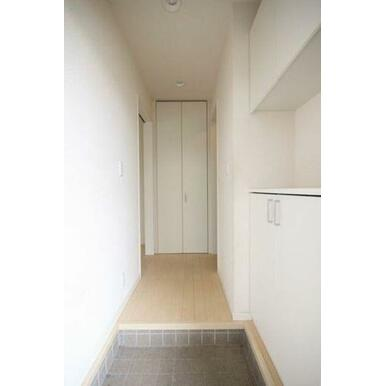 ◆玄関◆吊戸棚付きのシューズボックスで、たくさん収納ができそうですね♪