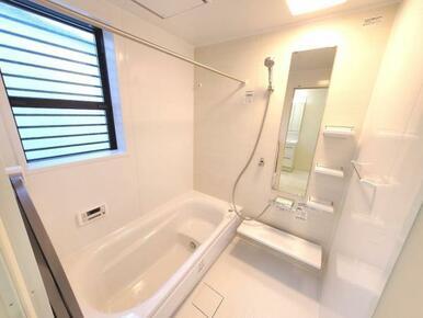 5号棟:浴室 浴室乾燥機付きなので、雨の日には洗濯物の乾燥室としても利用可能のユニットバス。