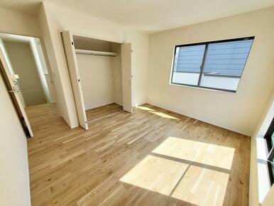 5号棟:洋室 全室収納スペース付きなので住空間もスッキリします。