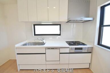 壁付キッチンなので、お料理に集中できます♪また導線もしっかり確保してあるので、作業も行いやすい!
