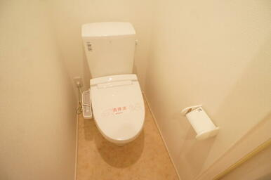 温水洗浄便座付きのトイレです♪