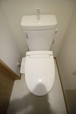 トイレ周りはスッキリとして清潔感があります♪