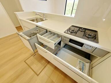 1号棟:キッチン オールスライド収納なので整頓もしやすく、調理器具も迷子になりません。