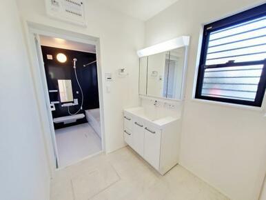 1号棟:洗面台 洗面からお化粧まで♪忙しい朝の準備に便利な洗髪洗面化粧台!