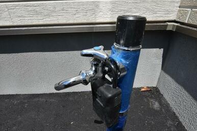 洗車やバーベキュー、お子様の水遊びなど何かと使える散水栓。後々取り付けると多額の費用を要するため、弊