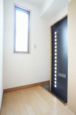 ◆玄関◆シューズボックスは棚の高さが変えられるので、ブーツなど丈が長い靴も収納しやすいです☆