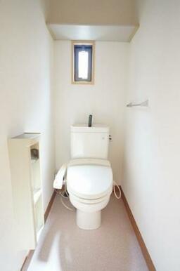 ◆洗浄便座付きトイレ◆収納棚、タオル掛け付きです♪