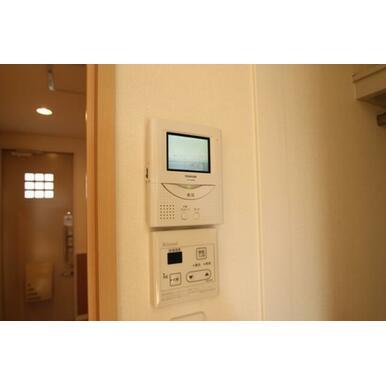 TVモニターが付いているので室内で来訪者の顔を確認出来ます☆お風呂を沸かすのもこのリモコンワンタッチ