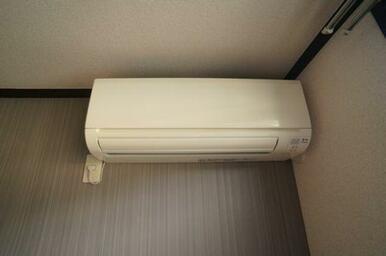 洋室にはエアコンを完備しております♪