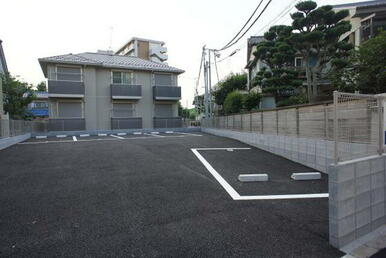 駐車場5台あり。