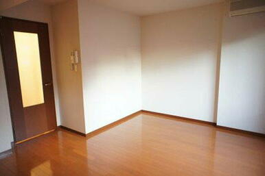 【洋室】エアコンの付いた洋室です♪ご準備いただく必要はございません♪
