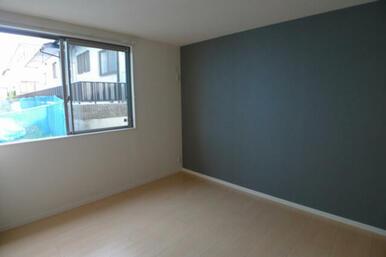 ☆お部屋の印象を引き立たせるアクセントクロスを使用しています◎※壁紙や床材のデザイン・色等は実際のお