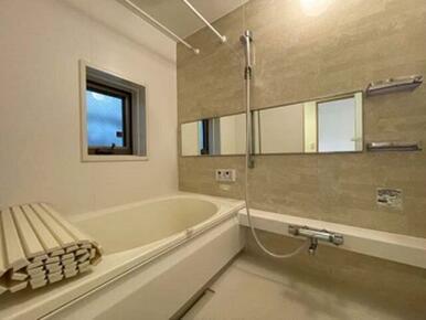 【浴室】アクセントパネルが高級感を演出します♪ 浴室乾燥機付きです☆