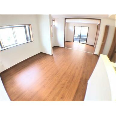 【LDK】洋室を開放すると約20.5帖のワイドな空間に!