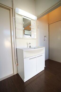 身支度しやすい洗面台完備