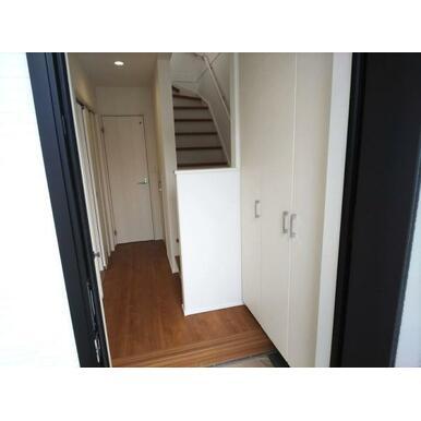 玄関 大容量収納可能なシューズクローク。