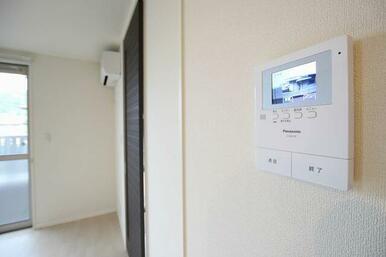 ◆カラ―モニター付インターホン◆急な来訪者でも安心のカラ―モニター付インターホンがついています。留守